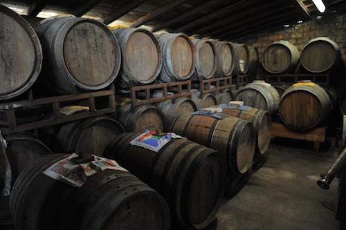 Fattoria degli Orsi のバルサミコ酢の熟成庫。このオーク樽でじっくりと熟成させます